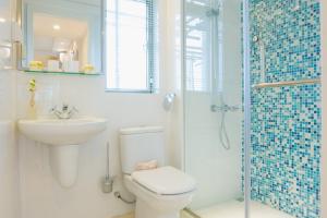 shower screen mirror bathroom